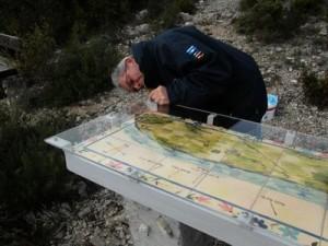 Décembre : la table d'orientation du Serrat de La Bade se refait une beauté